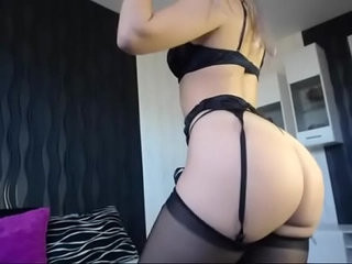 Hot Babe in Lingerie Shows her Great Ass on Cam