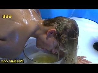 Fetish ho bathes in urine